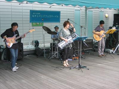 2004年の結成以来、いろんな音楽祭出演されている、ベテランのグループUnder Construction